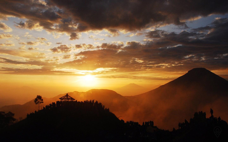 Golden Sunrise Bersukaria Tour Dieng Plateu Location Sikunir Hills Plateau
